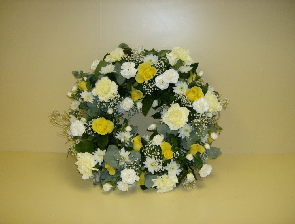 Traditional Round Funeral Wreath Stdrews Cupar Fife Newburgh